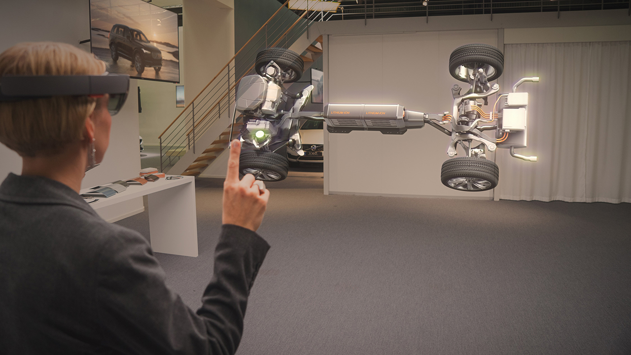 Volvo-Cars-Microsoft-HoloLens-experience_01